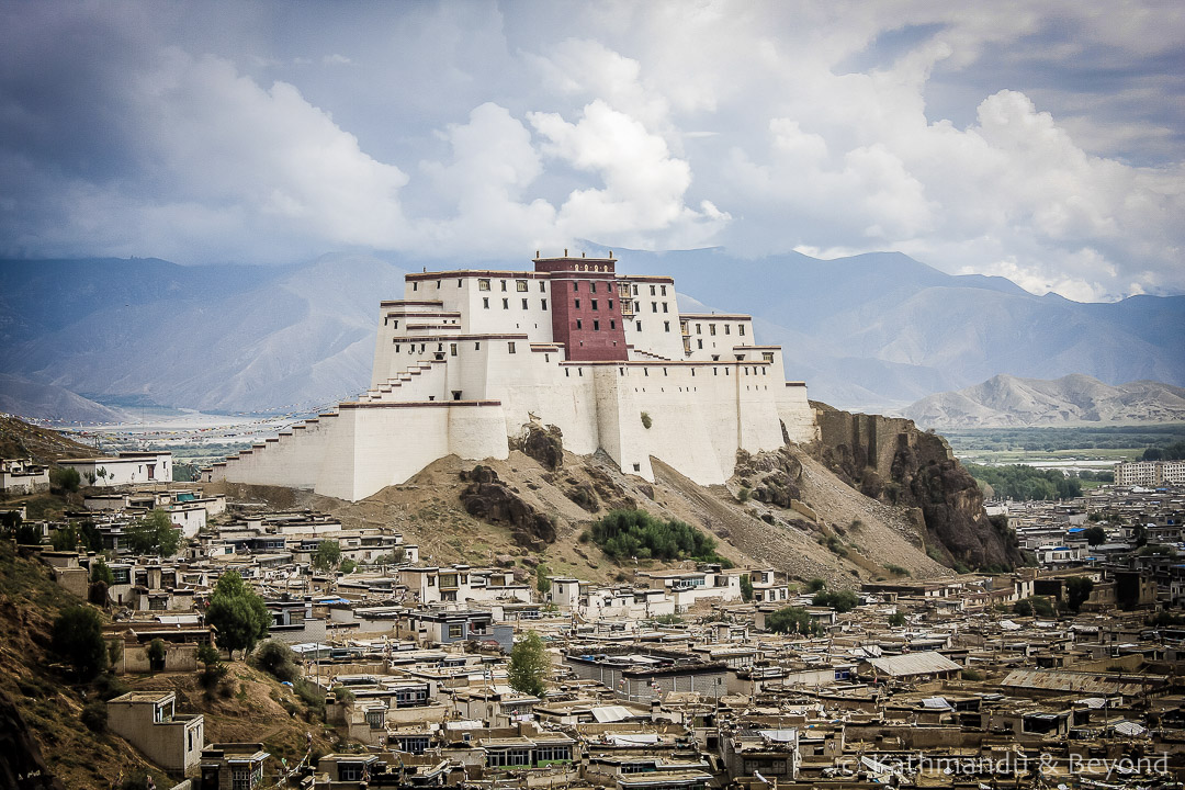 Shigatse Dzong Shigatse Tibet | Forts and castles from around the world