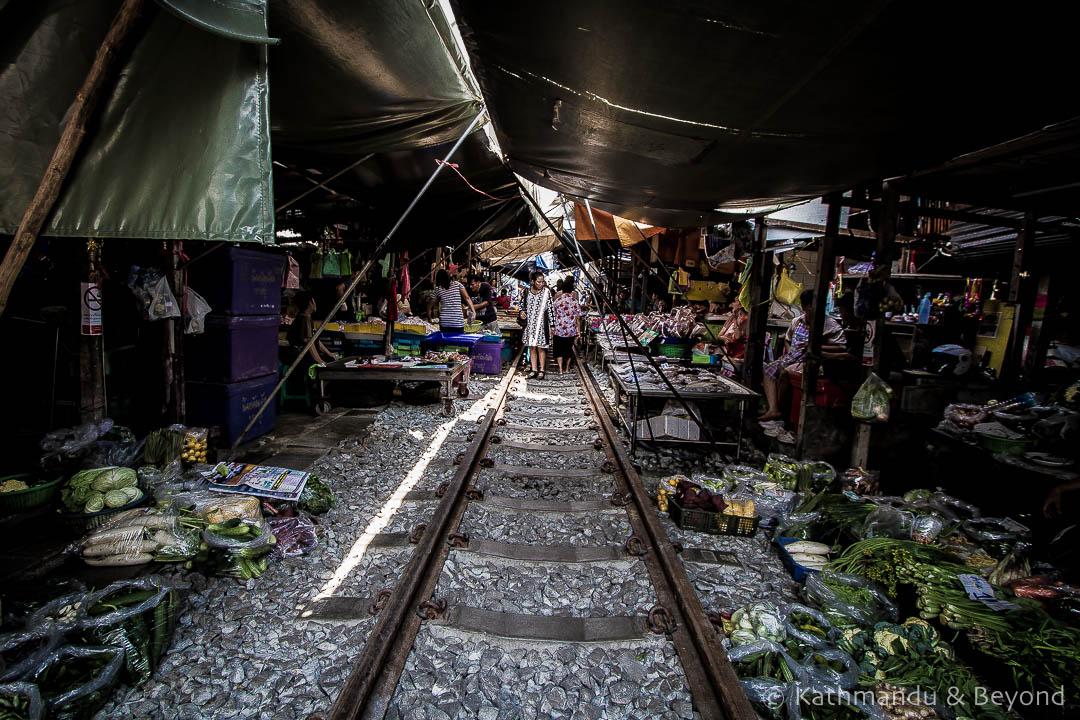Railway Market Maeklong Thailand (3)