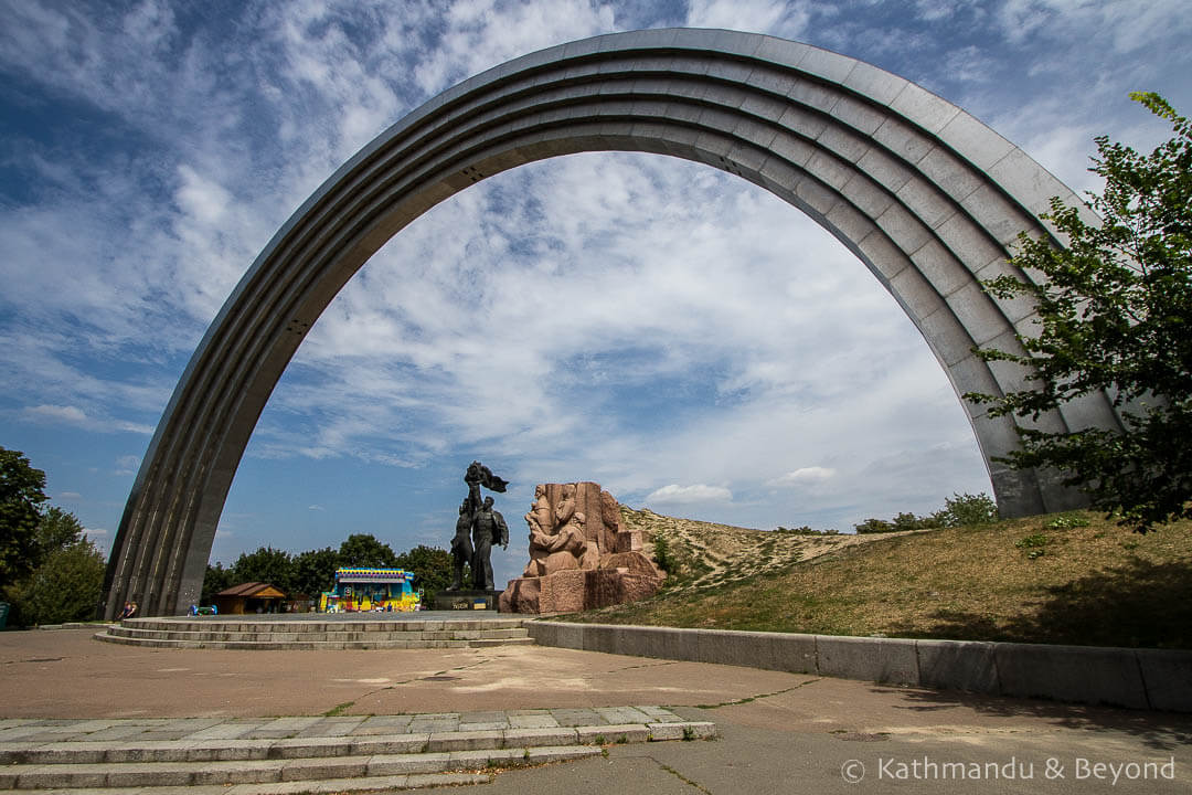 People's Friendship Arch‬ (Formerly the Monument to the reunification of Ukraine and Russia) Kiev Ukraine-2.jpg
