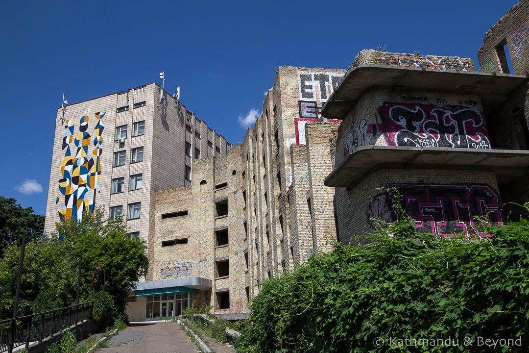 Bright Abstract Design (Homme Habile) | Street Art in Kiev Ukraine-20-2