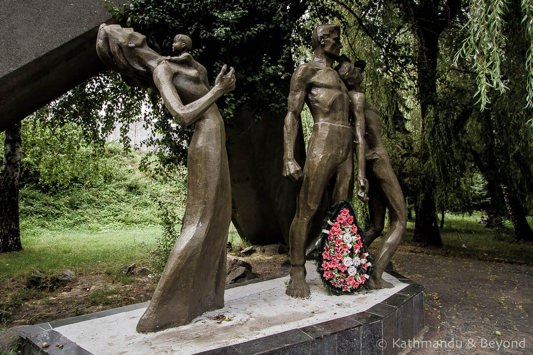 Monument to the Victims of Fascism Rivne Ukraine-2.jpg
