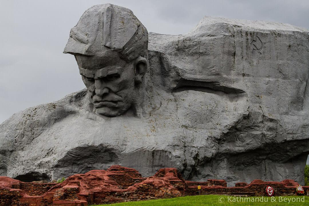 Statue of Valour Brest Fortress Brest Belarus-6.jpg