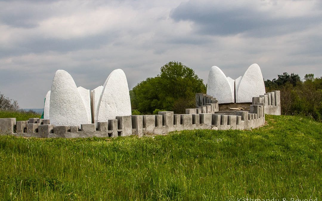 Stone Sleeper Monument, Šumarice Memorial Park