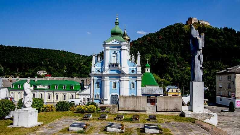 Where to break the journey between Kiev and Lviv, Ukraine