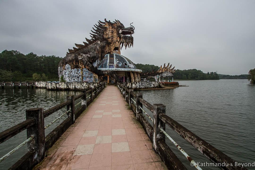 Ho Thuy Tien Water Park Hue Vietnam-40