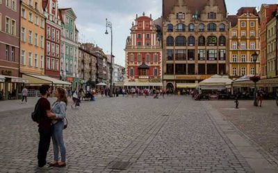 Travel Shot: A Romantic Moment on Wroclaw's Stary Rynek in Poland
