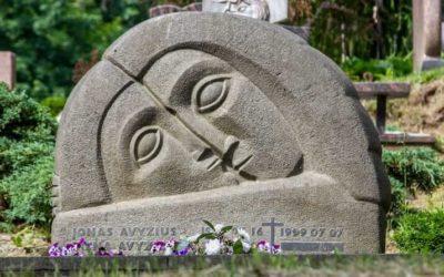 Off-the-Beaten-Track Lithuania: Antakalnis Cemetery in Vilnius