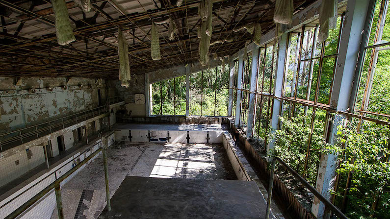 In photos- Abandoned swimming pools #abandonedplaces #urbex #urbanexploration #abandonedswimmingpools #foresaken