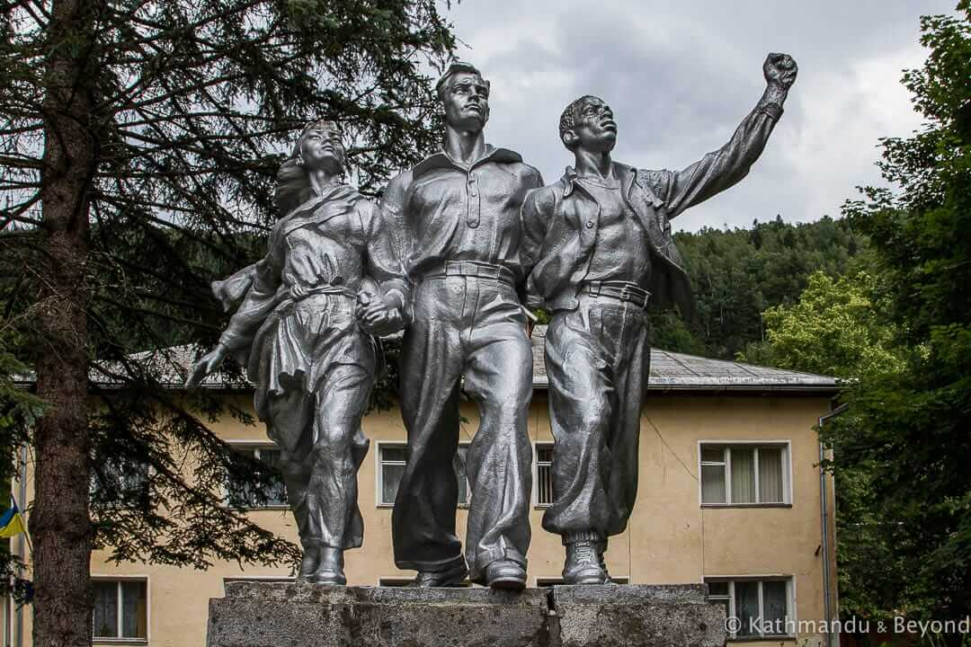"Monument ""For Peace and Friendship – Against Nuclear Weapons"" Yaremche Ukraine-2-2"