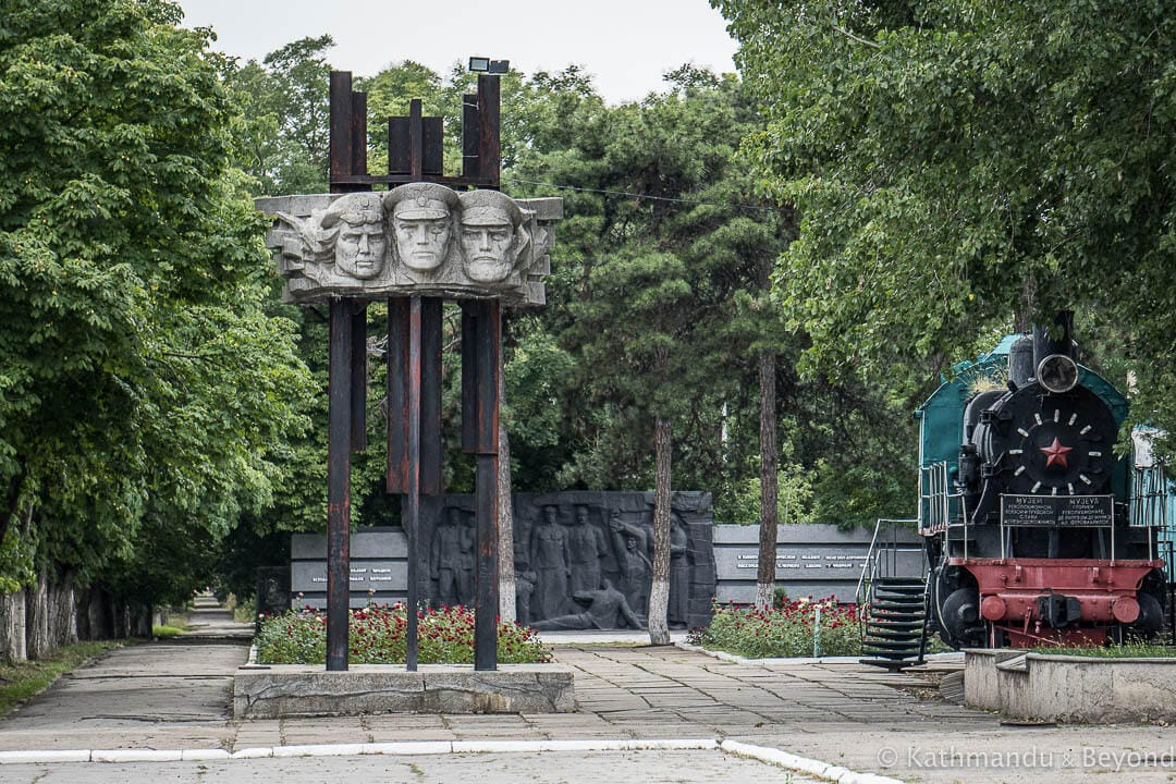 Monument to the Railway Workers Bendery (Bender) Transnistria-6